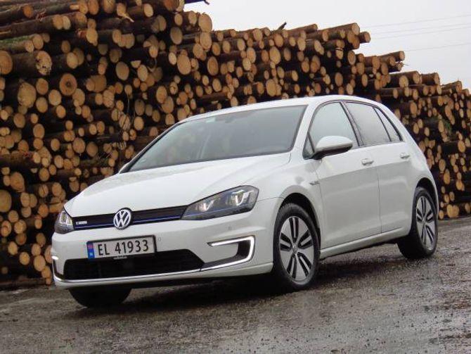 STØRST: Hittil i år er Volkswagen størst på elbilar i Noreg. Merket har ved utgangen av juli selt 5537 elektriske bilar her til lands, fordelt på Golf (biletet) og den mindre e-Up.