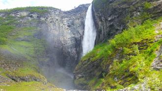 VETTISFOSSEN: Nord-Europa sitt høgaste fossefall i fritt fall på 275 meter.