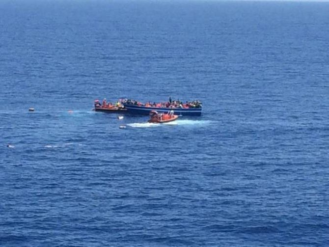 MIDDELHAVET: Det norske skipet Siem Pilot redda i august over 600 migrantar frå to trebåtar i Middelhavet.