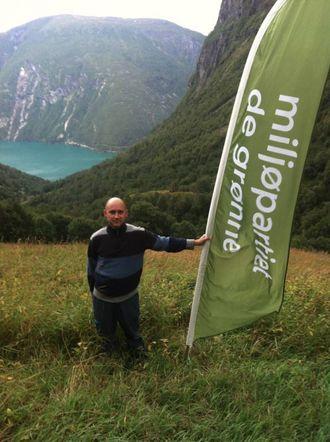 NUNDALEN: Miljøpartiet Dei Grøne reiste til Nundalen for å poengtere sitt syn på saka om kraftutbygginga.