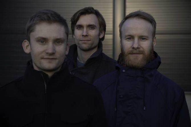 SAMARBEID: Erlend Apneseth Trio består av Erlend Apneseth (f.v), Stephan Meidell og Øyvind-Hegg Lunde. Det kjem med ny plate i 2016. Foto Oddleiv Apneseth