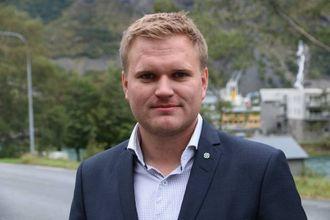 GLAD: Aleksander Øren Heen (Sp) sa det var gledeleg å kunne fremja eit forslag der Seimsdalstunnelen vart prioritert. Arkiv