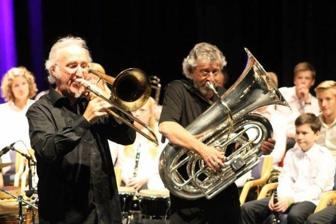 MUSIKALSKE MISJONÆRAR: The Brazz Brothers kan trygt kalla seg musikalske misjonærar. Dei inspirerer barn og unge til å halda fram med instrument og korpsmusikk