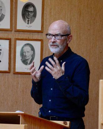 MÅ SJÅ FRAMOVER: – Eit reint kulturhus kan kanskje ha kommunen som drivar, men ei storsatsing krev nok at me må få inn andre for å få det til å gå, seier Jan Olav Fretland (SV).