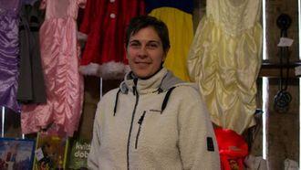 BLI KVITT: Linda Natvik ynskja å bli kvitt ting ho ikkje har bruk for lenger. Difor hadde ho stand på Einemolåven laurdag.