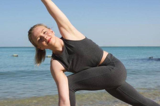 FINN RO I SJELA: Trine Marie Johansen er blant dei som brukar yoga for å finna ro i sjela, og håpar fleire finn turen til Svalheim Gard komande helg.