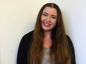 OPPLÆRING PÅ NORSK: Etter å ha studert journalistikk i England, synest Camilla Skjær Brugrand det gjer godt med opplæring på norsk.