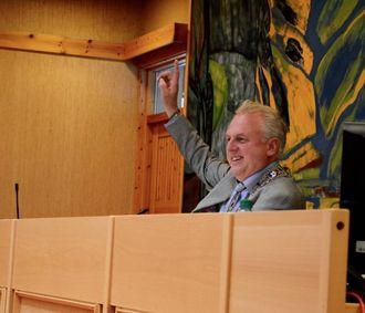 NYTTA SJANSEN: Jan Geir Solheim (Sp) nytta høvet til å røyste på seg sjølv som ordførar, utan å vera ugild.