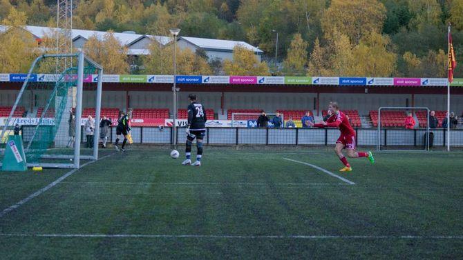 SOLEKLAR STRAFFE: Her har Truls Hovland nettopp sikra plassen i 3. divisjon.