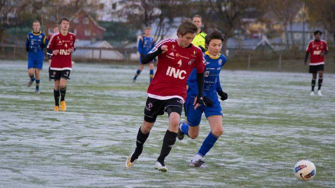 TØFT MØTE: Florø var eit utfordrande lag å møte, då 10 av 11 spelarar på Florø er med på kretslag i regi av Sogn og Fjordane Fotballkrets.