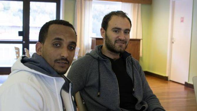 ENGASJERT:Jonas Asefa (t.v) og Sam Alaya engasjerar seg i tematikken kring regnskogen, og er opptekne av å bevara og bygge den opp att.