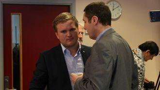 MOTKANDIDAT: Aleksander Øren Heen (Sp) var naturleg motkandidat til ordførarvervet. Her saman med Kurt Jevnaker frå Venstre.