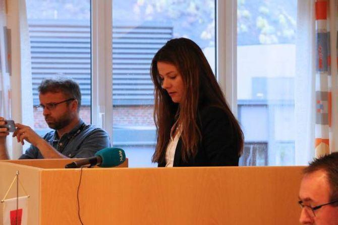 KONTRA: Marie-Helene Hollevik Brandsdal (Ap) kontra med at Senterpartiet fort kunne ha stått i same situasjon dersom Dei grøne hadde inngått samarbeid med dei.
