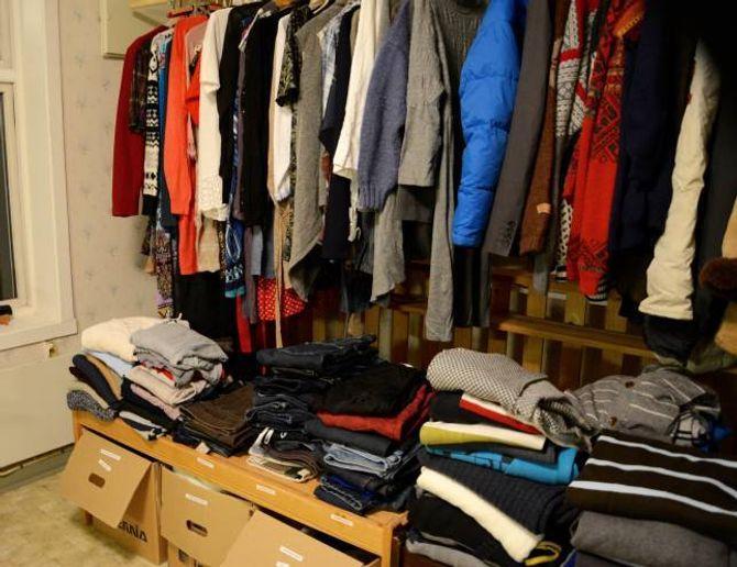 SYSTEMATISERT: Kleda har no fått ein eigen plass på loftet, slik at det skal vera lett å finne akkurat den skatten som ein er ute etter å finne.