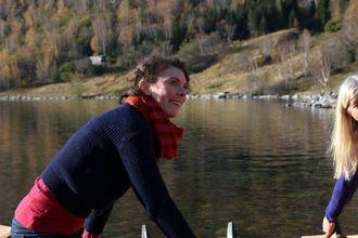 HJELPER: Frida Aakervik Berg er student ved kulturminneforvaltinga ved NTNU og bidreg i kartlegginga av båtane.