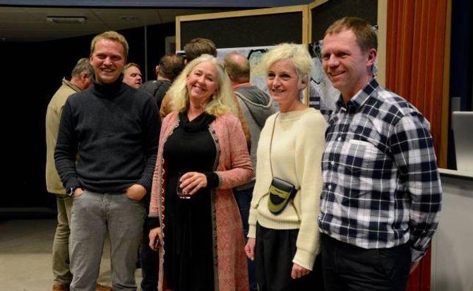 – SPENNANDE: Fungerande ordførar Trond Øyen Einemo(H) (f.v), sivilarkitekt Maria MoldenogprosjektleiarTone Boska i ArkitektgruppenCubus, og Arve Tokvam i Lærdal næringsutvikling.
