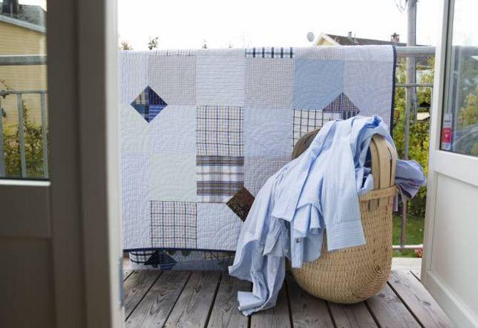 GJENBRUK: Gamle skjorter og bluser kan bli til flotte teppe.