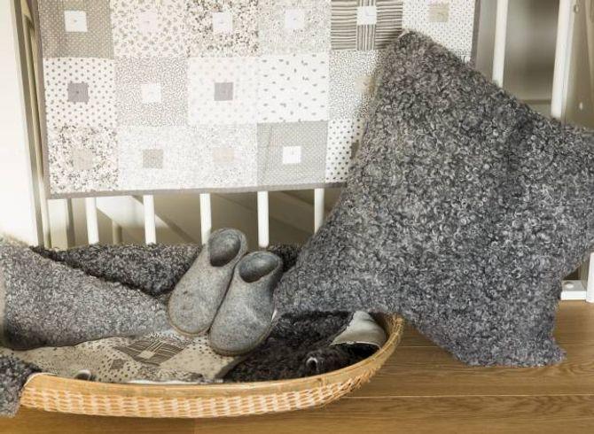 MYKT: Desse skjenene frå Gotland er silkemjuke, og fine å bruke til puter og feller.