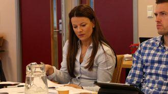 STILTE SPØRSMÅL: Marie-Helene Hollevik Brandsdal (Ap) lurte på om det var grunn til gjera økonomiske endringar mot slutten av året.