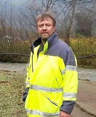 GIR TIPS OG RÅD: Søren Ørbech Mo, ettersøksjegar for Årdal Jeger og Fiskarforening, som samarbeidar om felles ettersøksring for Årdal og Lærdal.Det er kommunane som har ansvar for å følge opp skada vilt. Arkivfoto