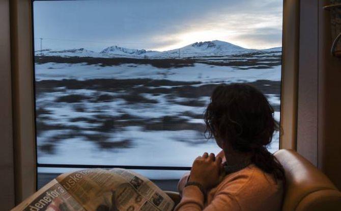 TOG: Med toget får du sett mykje av landskapet. Her frå Dovrefjell med Snøhetta i bakgrunnen.