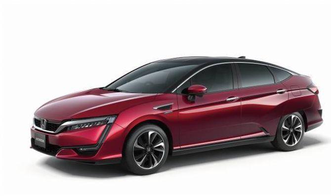 BRENSELCELLER: Frå før har Honda produsert ei lita mengd av hydrogenbilen FCX Clarity. No kjem etterfølgjaren, som òg skal seljast i Europa i ei avgrensa mengd.