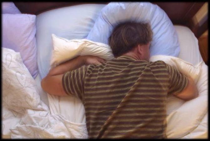 VANLEG: Heile 90 % av den vaksne befolkninga seier at dei føler ein skilnad i humør, søvn og det å vera vaken om vinteren samanlikna med sommaren.