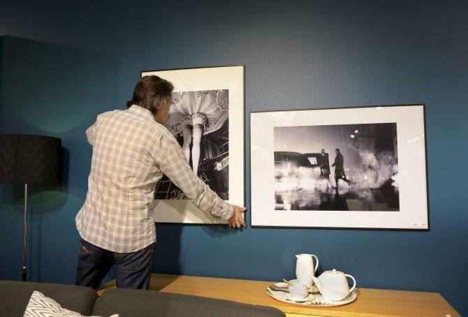 GRUNNLINJE: To fotografi, eitt i høgde- og eitt i breiddeformat, kan med fordel hengjast opp side om side ved å bruka same grunnlinje.