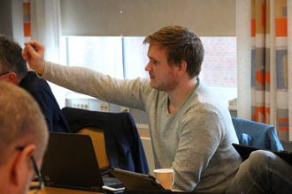 UNGE: Aleksander Øren Heen (Sp) vil spissa satsinga mot unge som vil etablere seg i Årdal.