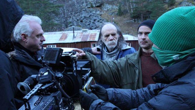 TENKJER STORT: –Når ein skal laga film er det ingen forskjell mellom Lærdal og New York. Det ein treng er ein bil, telefon, tid og mot, for å få det til, seier Alexander Zwart, som meiner det ligg eitmarknadspotensiale i å bygga ein filmbransje lokalt i Sogn og Fjordane.
