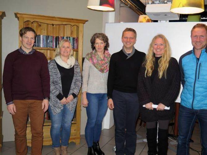 NYTT STYRE: Frå venstre: Einar Moen, Ranveig Frydenlund, Brita Einemo, Trond Øyen Einemo, Cecilie L. Christiansen og leiar for Barnas turlag Olav Ødegård.