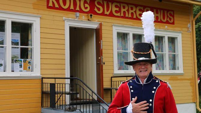 NY ATTRAKSJON: Per Haugen er svært inspirert av Kong Sverre og historia til Kongevegen. No har han samla alt dette i Kong Sverres Hus på Borgund.
