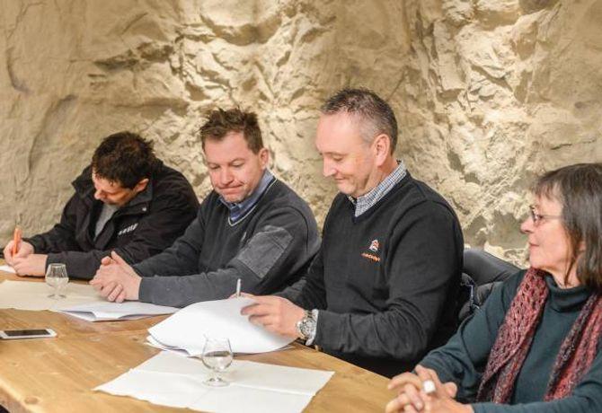 AVTALE: Måndag blei avtalen om fellesgodefinansieringa signert.