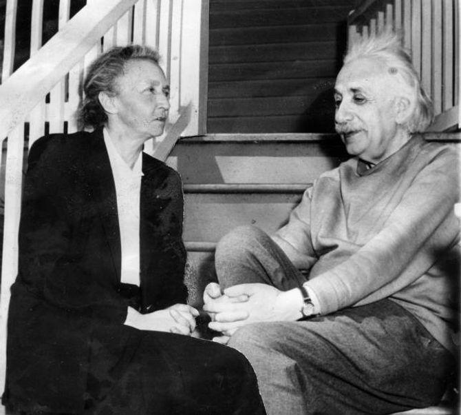 RELATIVT INTROVERT: Knapt nokon har sendt så store sjokkbølgjer gjennom vitskapen som relativitetsteorien til introverte Albert Einstein, her saman med den franske vitskapskvinna Irene Joliot-Curie.