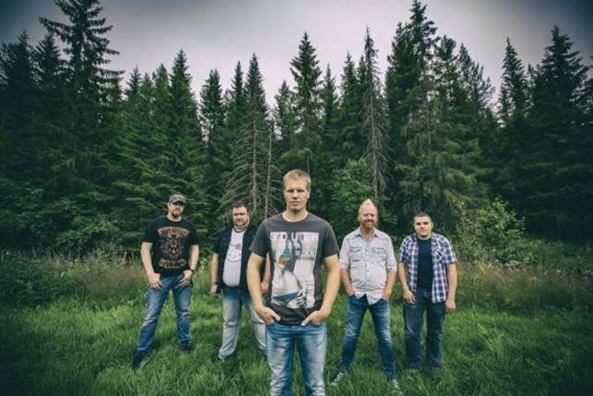 HARDANGER-BAND: Pop-country-bandet Gunslingers med rot i Norheimsund i Hardanger kjem til Jordeplerock i sommar.