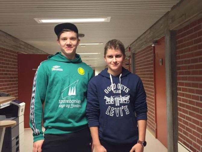 Elevar: Martin Hugøy og Lars Edvin Sperle går på linja automasjon ved Årdal vidaregåande skule.