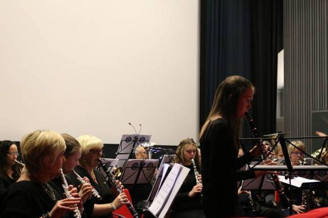 KLARINETTPOLKA: Hilde Horpen framførte ein fin polka.