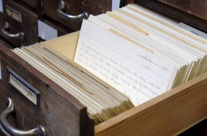 Datamaskiner og databasar har for lengst tatt over for handskrift og kartotek i ordboksforskinga, men dei fysiske språkarkiva er i seg sjølve verdifulle kulturminne og kan vere framtidige verdsminne-kandidatar.