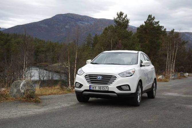 ÉIN AV TO: Hyundai ix 35 er den andre hydrogenbilen som er tilgjengeleg i Noreg.