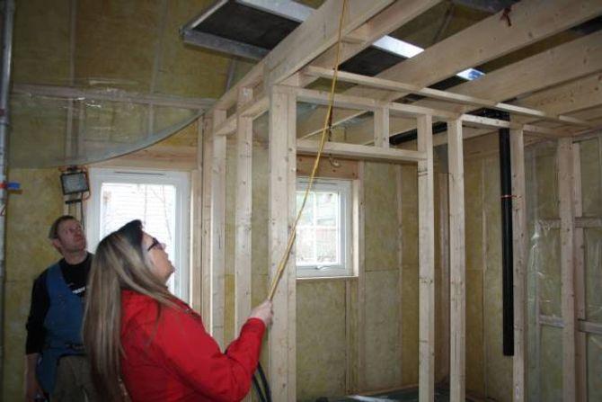 GELENDER: Opp til hemsen skal det byggast eit gelender av glas.