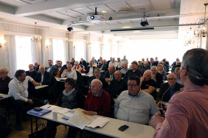 GODT OPPMØTE: Over 50 fagfolk og folkevalde var samla på Flåm på det tredje av fire KVU-møte. Det siste møtet skal vere i juni.