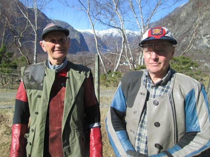 NOREGSMEISTER:Odd Kolsrud, Begndalen til venstre har vore mange gonger blitt Norgesmeister i veteranklassen for dei over 73 år. Til høgre står Halvard Eri, Tønjum.