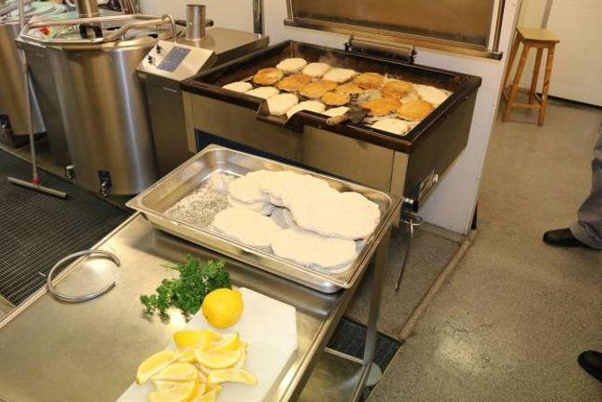 NÆRING: Dagens middag på sjukeheimen er laga frå botn av.
