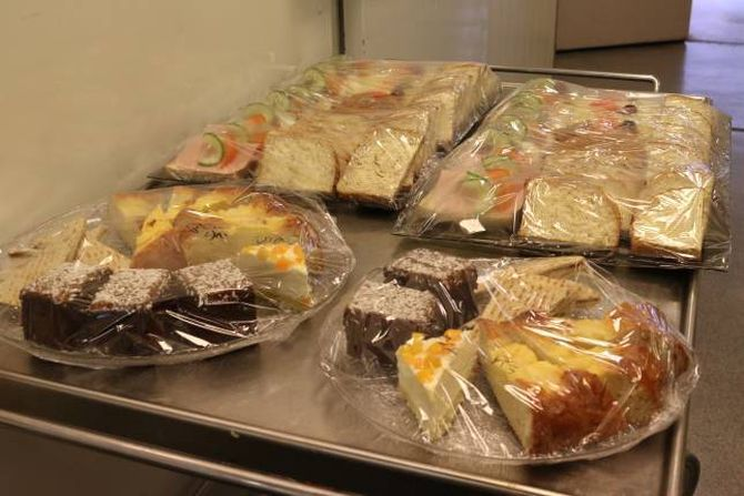 HELLIG: Kaffematen til brukarane som består av bakst og kaker, er ifølge kjøkensjefen hellig.
