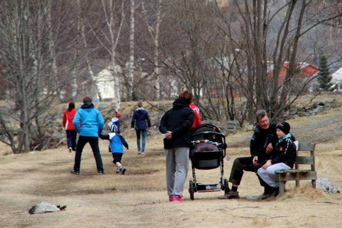 MOSJON: På Lærdalsløpet kan ein fint ta med seg barnevogna, og det er heller ikkje noko problem å ta seg ein pause.
