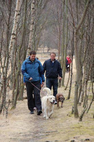 LUFTETUR: Ein kan til dømes nytte høvet til å lufte hunden.