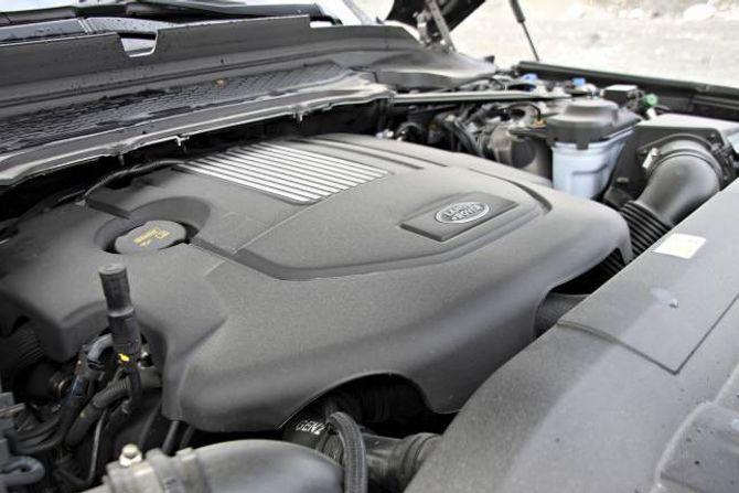OPPGRADERT MOTOR: Motoren har fått meir effekt og lågare forbruk. Samtidig er det ein stor og tung bil, så den brukar ein del drivstoff.