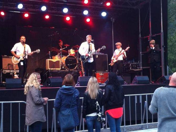 TIDSKLEMMA: Karane i The Huskies har hatt det travelt med sitt sidan sist dei spelte saman. Her spelte dei saman på Jordeplerock i Lærdal.