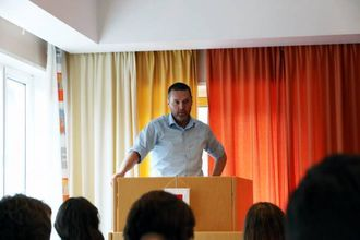STØTTAR: Kurt Jevnaker (V) støttar forslaget føresett at bussen har ein miljøprofil.