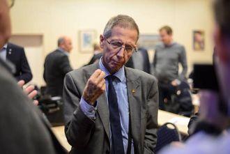 KLAR TALE: Vegdirektør Terje Moe Gustavsen spår hard kamp om vegkronene og oppmodar politikarane i fylket om å samle seg om nokre få viktige prosjekt.
